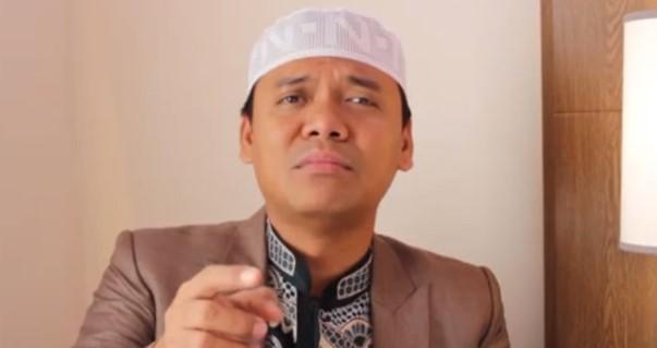 """Gus Nur: """"Banyak Ulama Diundang Ke Istana, Keluar Jadi Cebong, Heran Saya"""""""