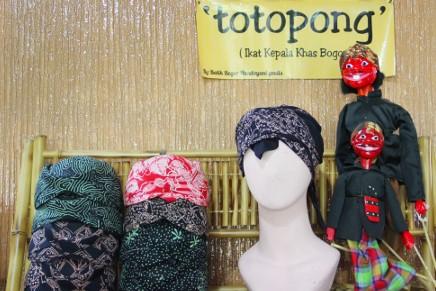 Aksesoris tutup kepala pakaian adat Jawa Barat yang keren