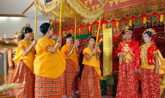 5 Keunikan Pakaian Adat Tradisional Daerah Sulawesi Selatan