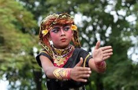 30 Tarian Adat Tradisional Bali dan Gambar beserta Penjelasannya