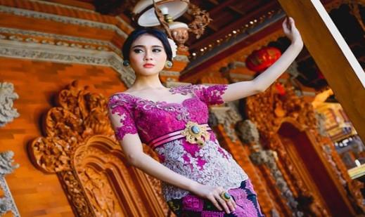 Ulasan tentang Pakaian Kebaya Bali yang unik anggun dikenakan