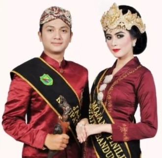 Ulasan tentang hal unik pada pakaian adat Jawa Barat yang modern