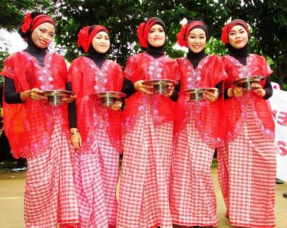 Uraian terkait dengan baju Bodo Sulawesi Selatan yang unik