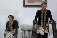 Uraian terkait dengan keunikan pakaian adat provinsi Jawa Barat yang keren