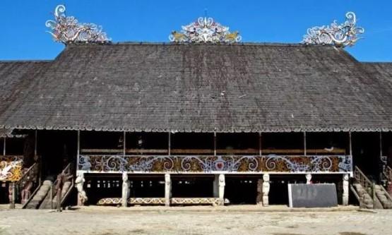 5 Keunikan Rumah Adat Tradisional Lamin Kalimantan Timur Yang Keren