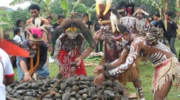 9 Upacara Adat Khas Kalimantan Tengah Palangkaraya dan Keterangannya