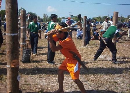 Tradisi-Manetek-Kayu
